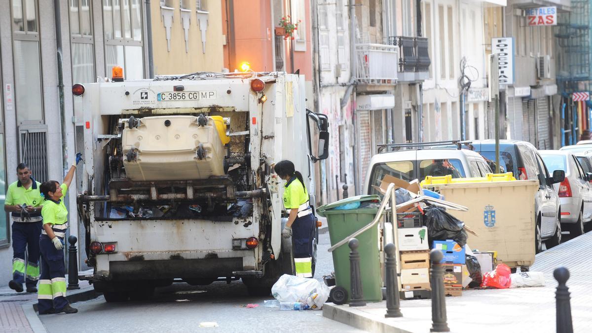 Camión del servicio de recogida de basura de A Coruña.