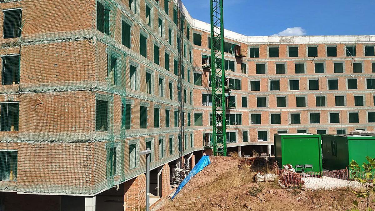 Imatge de la residència en construcció al carrer Concòrdia de Manresa   DAVID CABALLERO