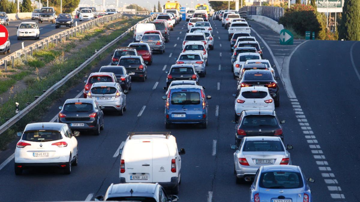 Vuelven las retenciones en la Vía de Cintura de Palma por dos accidentes a primera hora de la mañana