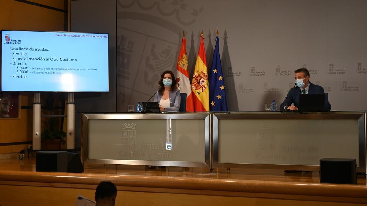 Ana Carlota Amigo y Juan Pablo Izquierdo, ayer en la presentación de las ayudas