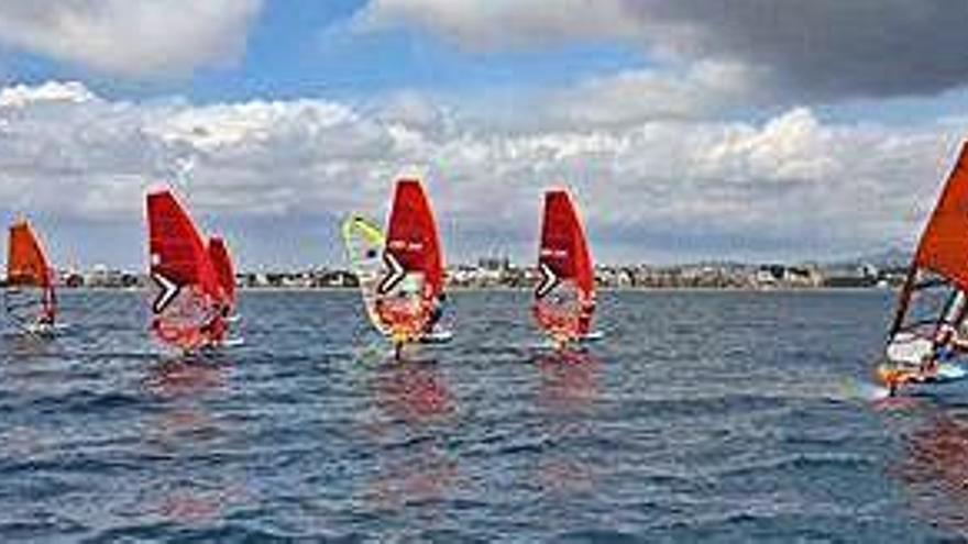 La 'Armada' pitiusa, lista para el Nacional de Open Foil y de Raceboard