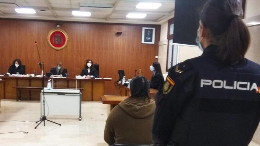 Cuatro años de cárcel por estafar más de 5.000 euros a un anciano desahuciado en Palma