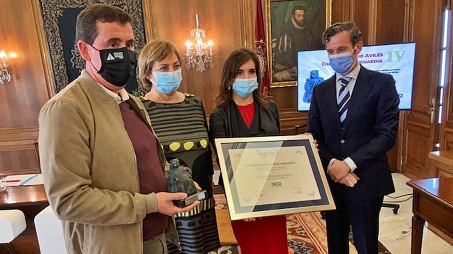 """""""Lo mejor está por llegar"""", dice la Alcaldesa al recoger un premio al Palacio Valdés"""