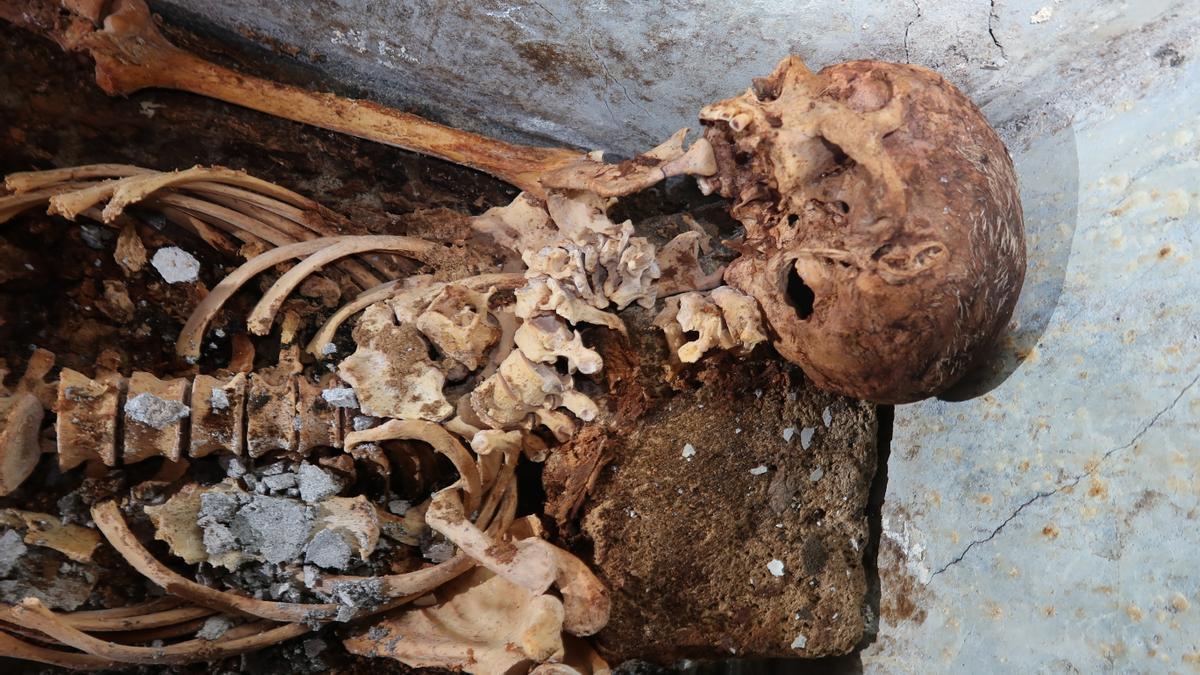 Un investigador valenciano encuentra una momia en Pompeya