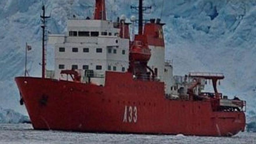 El buque 'Hespérides' en la Antártida.