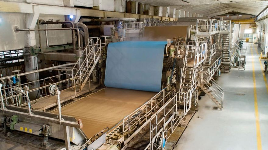 Hinojosa enllesteix el pla per acabar amb les pudors a la fàbrica de Sarrià de Ter