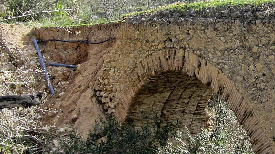 Denuncian obras ilegales en el puente del siglo XVIII de Moixent