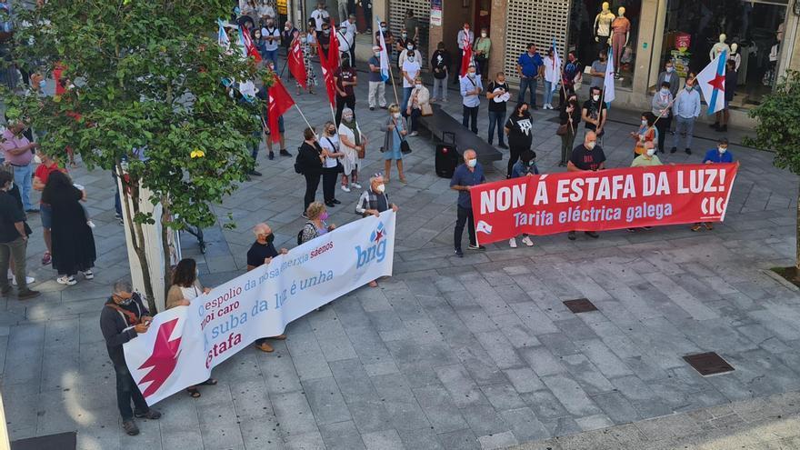 Concentración en Vilagarcía por el precio de la luz