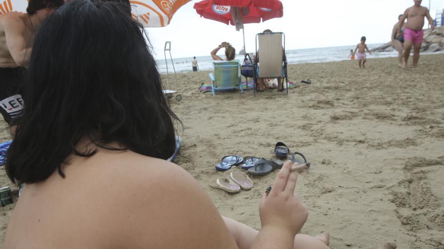 La provincia duplica sus playas libres de humo y suma más calas que Valencia y Castellón juntas