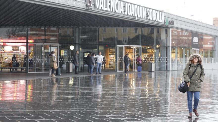 Nueve años de la estación Joaquín Sorolla en València