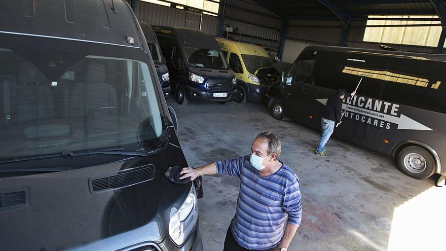 La caída del turismo lleva a la ruina a 90 empresas alicantinas de autobuses