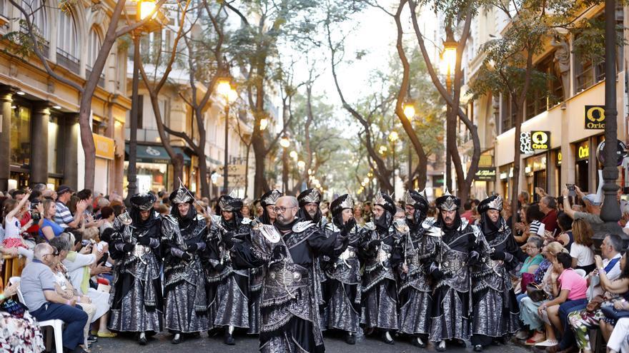 Els Moros i Cristians reclamen a Sanitat que autoritze les seues festes