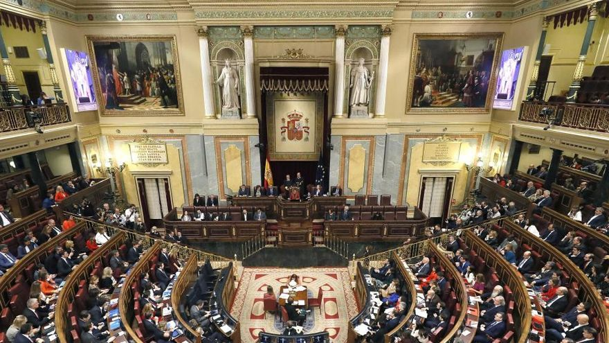El Congreso da luz verde a las actividades privadas que desarrollan los diputados