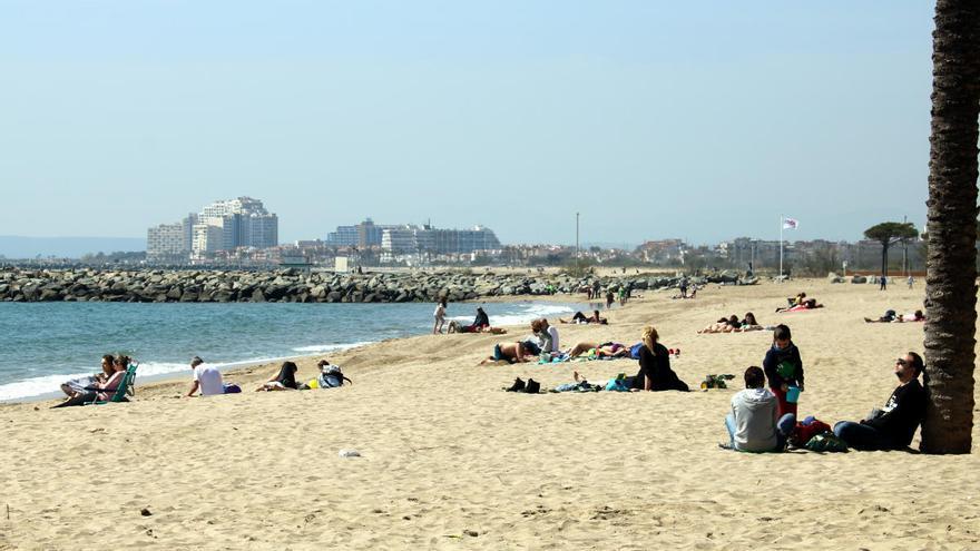 El litoral català sol·licita 5.771 activitats i serveis a 467 trams de platges