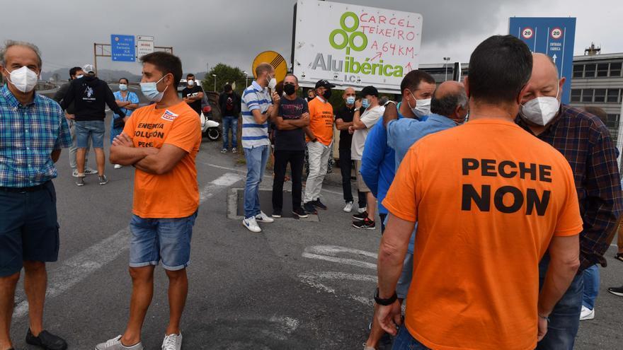"""La plantilla pide al Gobierno que """"tome el mando"""" de Alu Ibérica para reabrir la fábrica"""