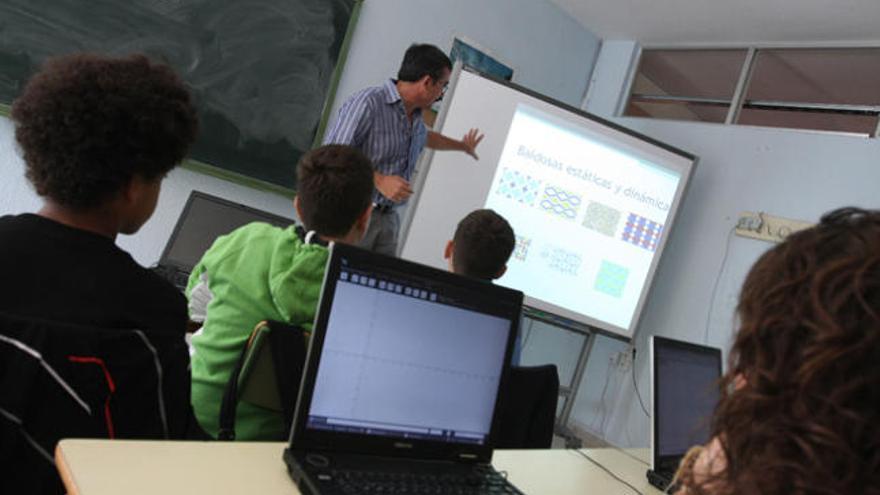 Lío en el concurso de traslados con los docentes valencianos en Cataluña