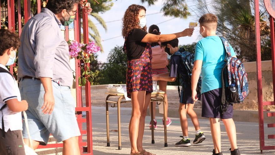 El Ayuntamiento de Elda repartirá 14.000 mascarillas en centros educativos y asociaciones benéficas
