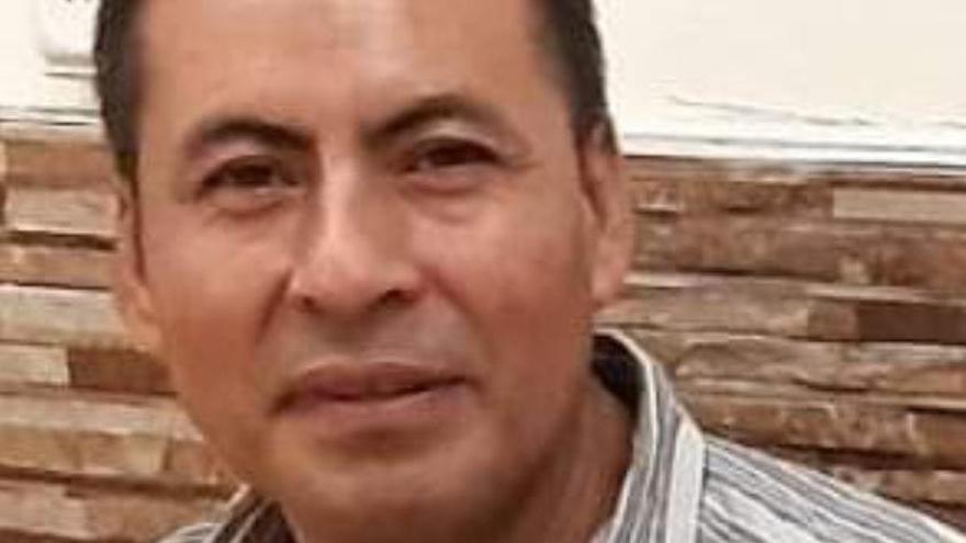 En busca de la familia del trabajador sin contrato que murió tras caer de un andamio