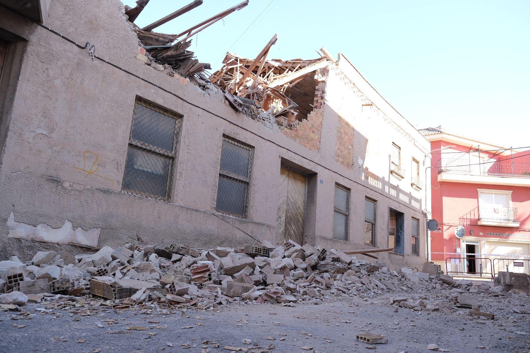Galería derrumbe de la fachada de una vivienda calle Miguel Hernández Aspe