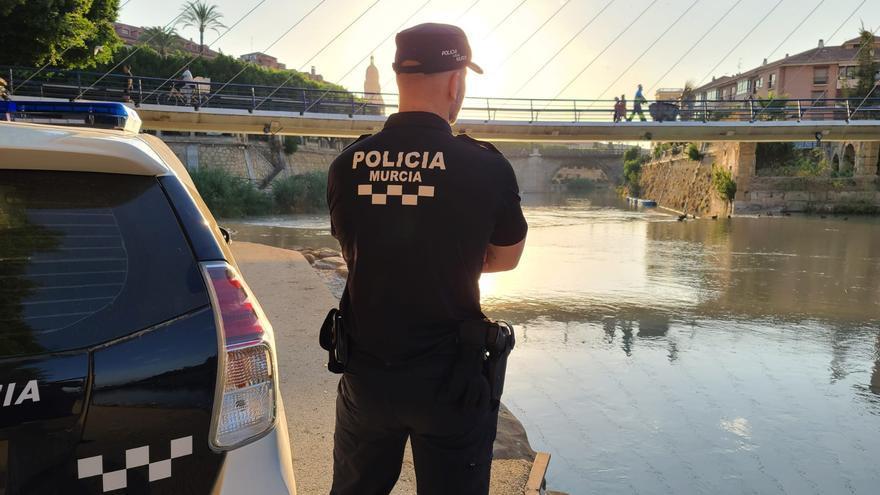 La Consejería actualizará la norma para que los policías locales de la Región puedan llevar tatuajes