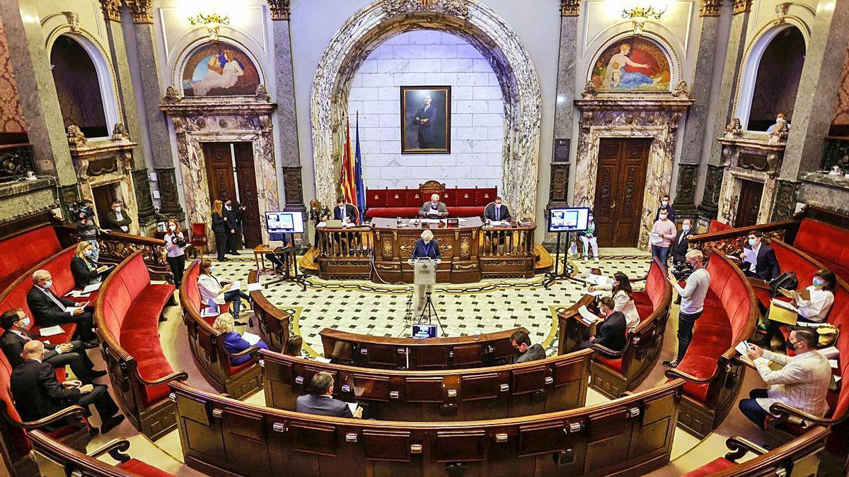 Un momento de la sesión plenaria celebrada ayer en el Ayuntamiento de València. | LEVANTE-EMV