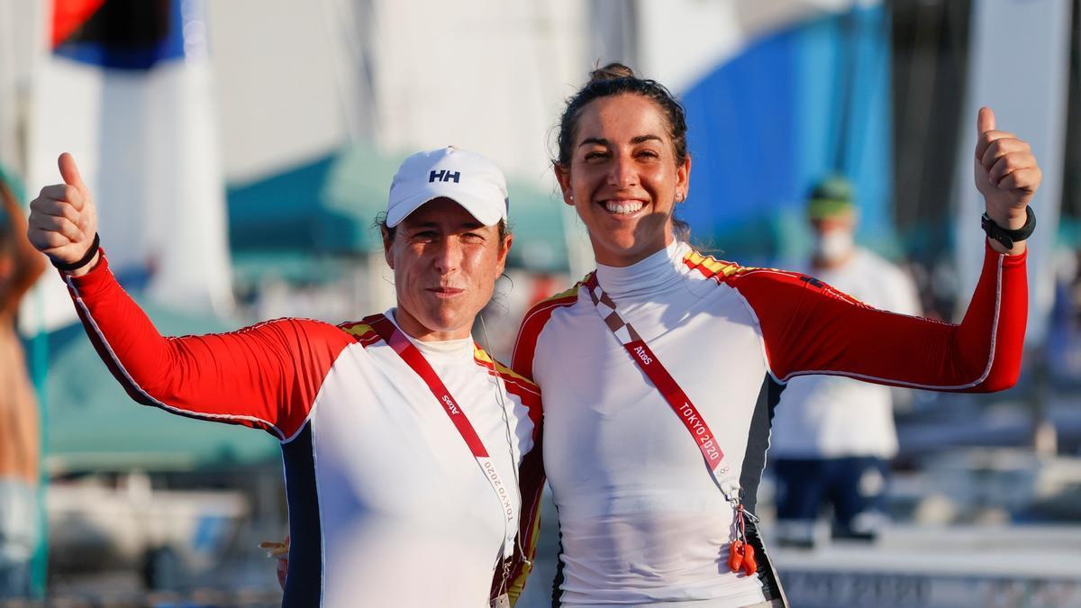 Támara Echegoyen y Paula Barceló, tras las regatas de este viernes