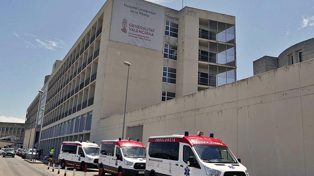 Exterior del Hospital de la Ribera, en una imagen de archivo. | VICENT M. PASTOR
