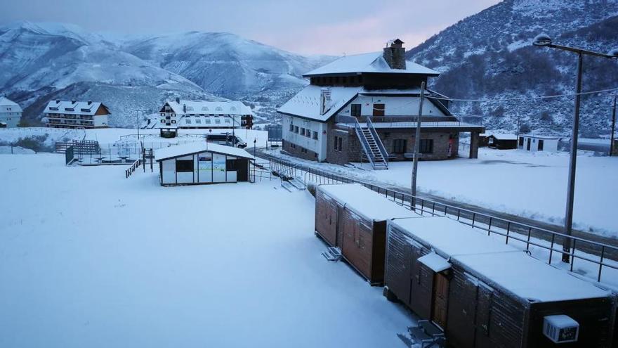 Empieza a nevar en el Huerna: piden que se reduzca la velocidad a los 100 kilómetros por hora