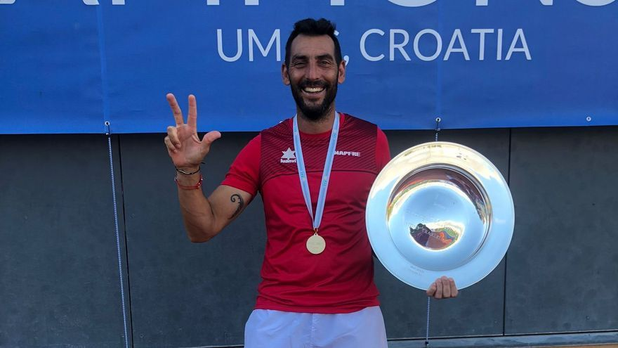 Javi Martínez lidera a la selección que logra el título mundial por equipos de tenis