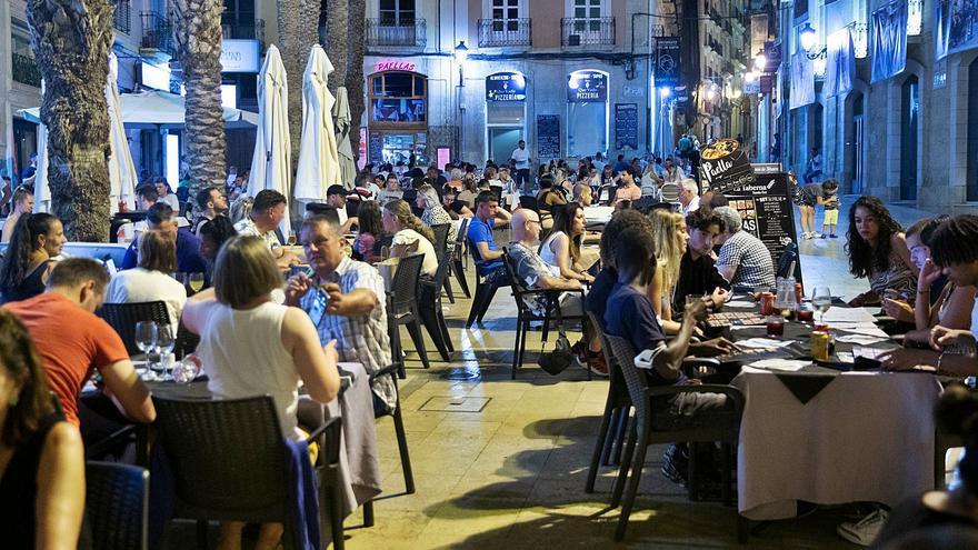 La Costa Blanca recibió un millón de turistas en julio, el doble que en 2020