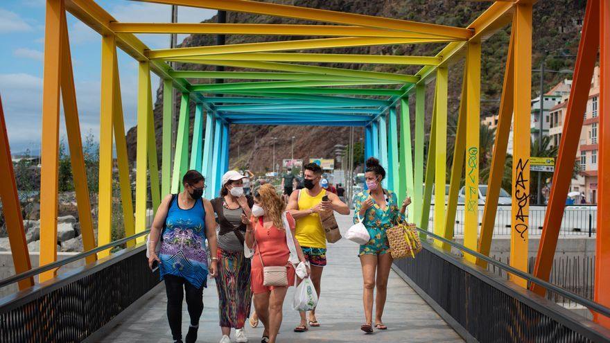 Tenerife baja del centenar de casos