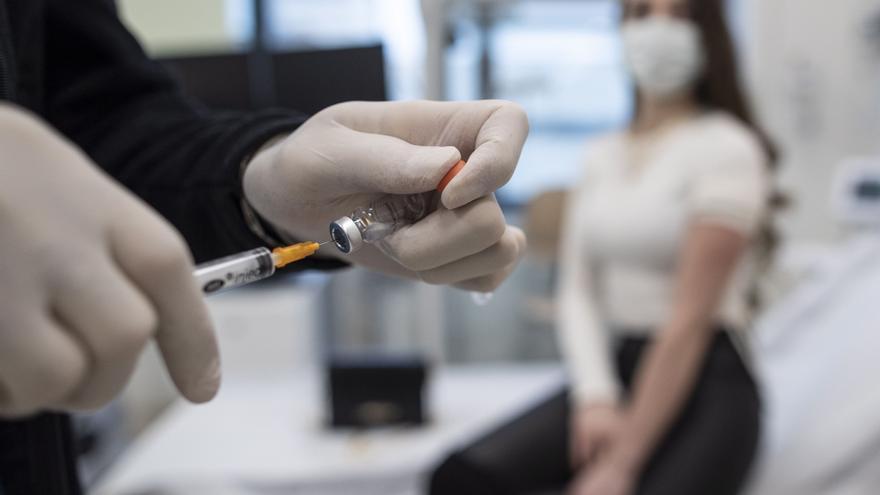 Ligera rebaja de los contagios en Asturias: menos de 300 casos en el último día