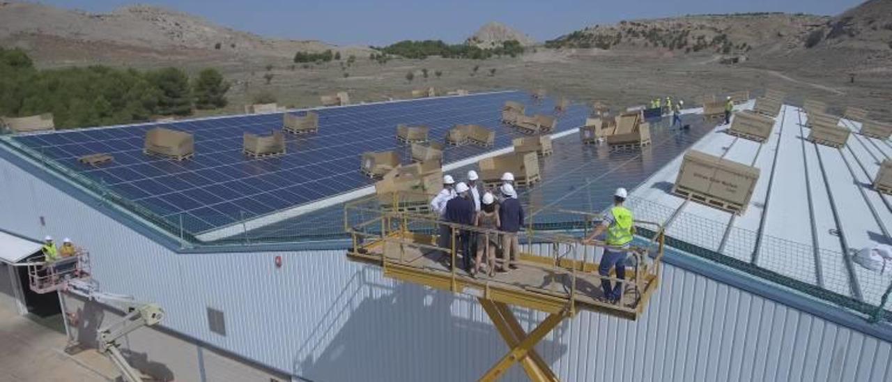 La instalación sobre cubierta de Textil Athenea, en Villena, es la más grande de España en autoconsumo fotovoltaico.