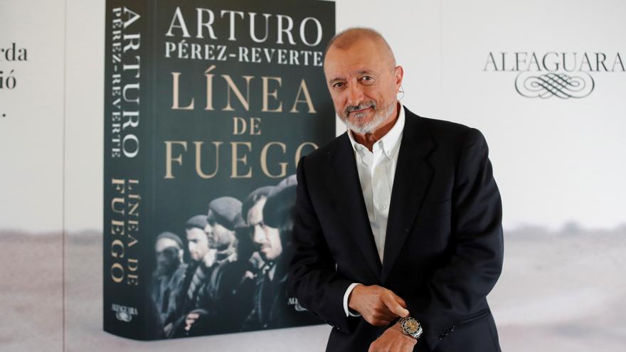 Arturo Pérez-Reverte: Dos bandos y una historia
