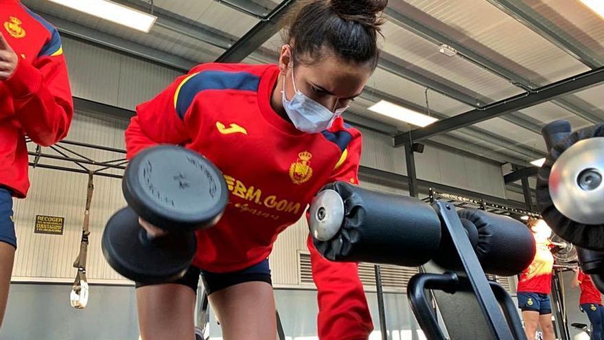 """Elba Álvarez ya se entrena con las """"Guerreras"""" júnior de cara al Mundial de Rumanía"""