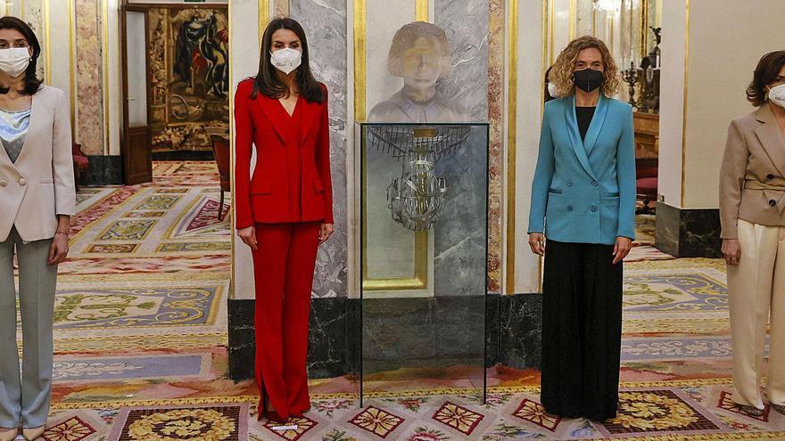 La Reina se suma a la causa feminista en el homenaje del Congreso a Clara Campoamor