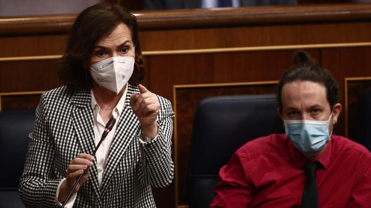 Carmen Calvo y Pablo Iglesias en el Congreso de los Diputados.