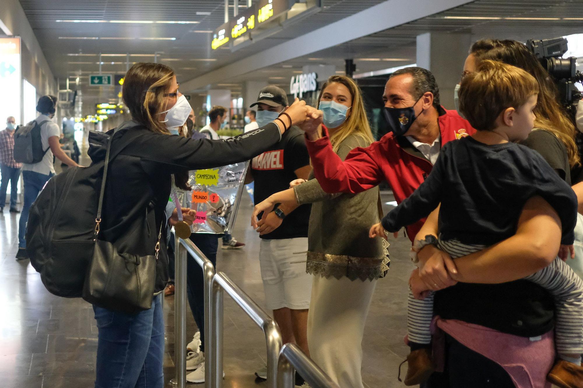 La regatista Patricia Cantero, campeonas del mundo de 470, a su llegada a Gran Canaria