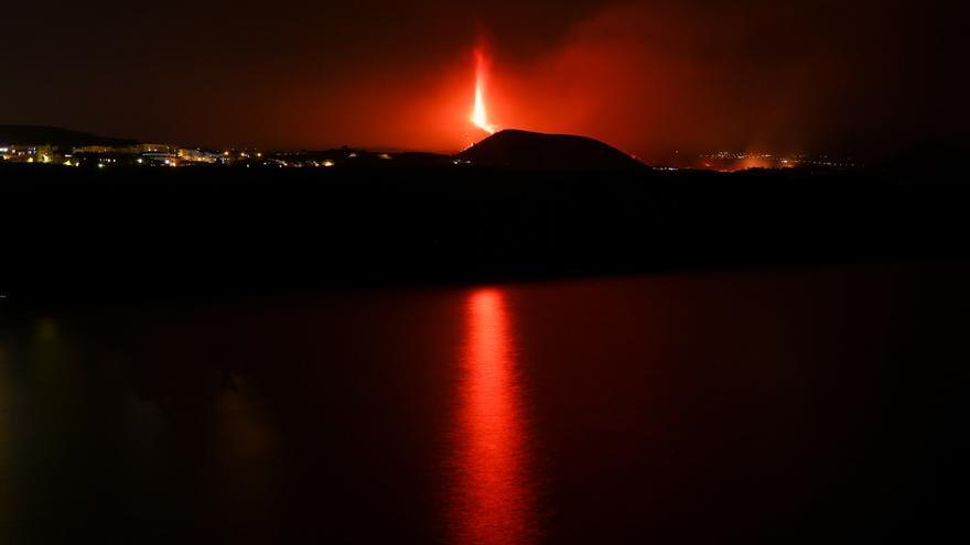 Directo | Más evacuaciones en La Palma al intensificarse la erupción y abrirse una nueva boca