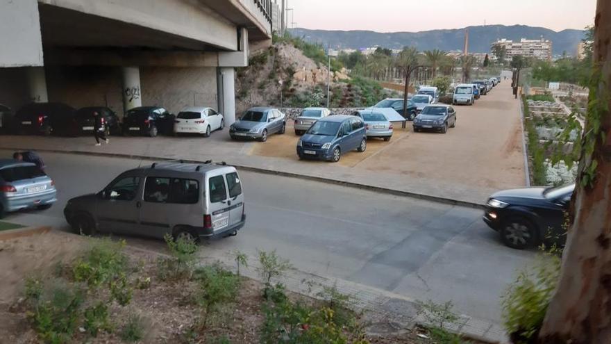 Llenan de coches la nueva Alameda del Malecón