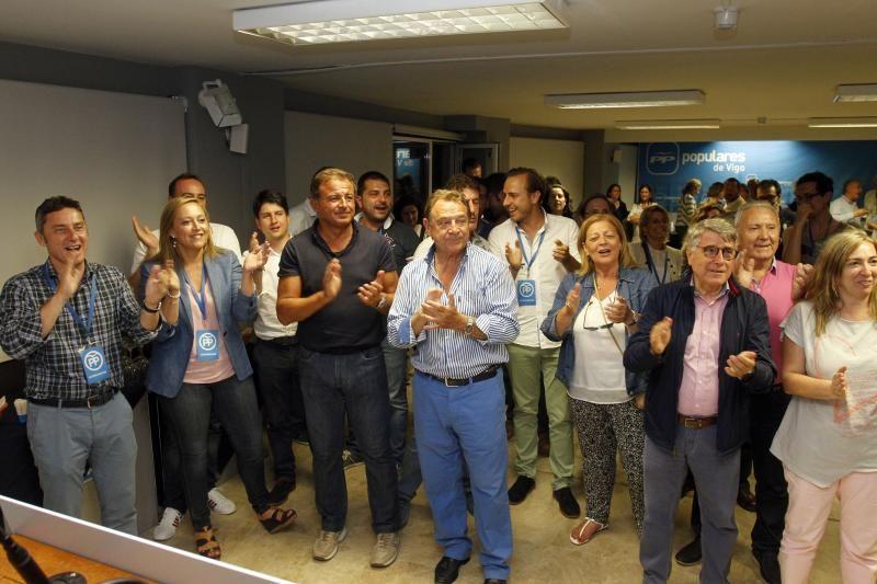 Mantilla en la sede del PP de Vigo durante el escrutinio de las Elecciones Generales de 2016. //  FDV