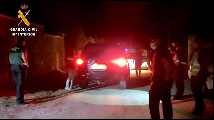 Desalojan a 31 personas y evitan que otras 30 accedan a una fiesta en Casar de Cáceres