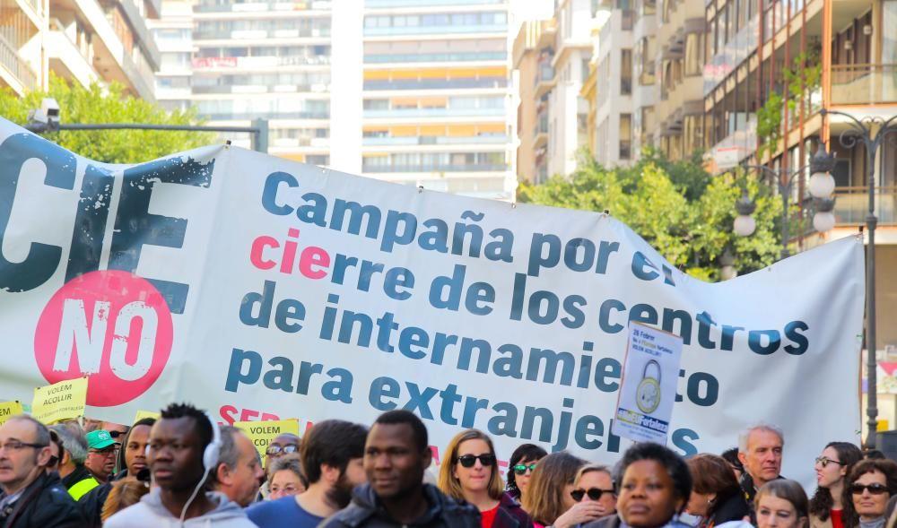 Clamor en València por los refugiados y los derechos humanos