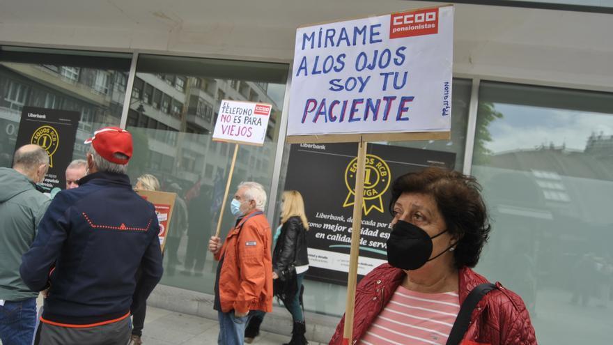 Los pensionistas de Siero claman por atención presencial en los centros de salud