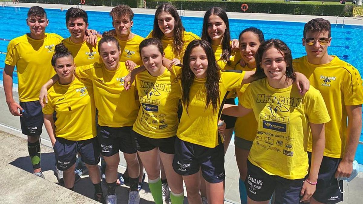 Integrantes del Club Natación Zamora para la competición disputada en  Valladolid   CNZ