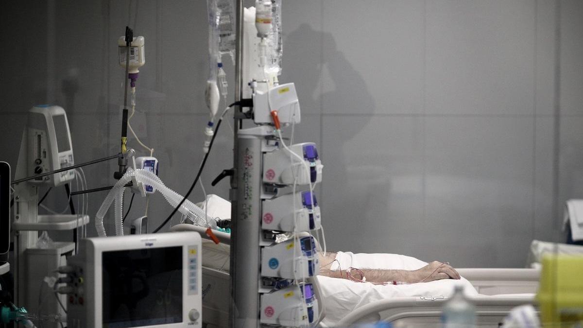 Sanidad notifica 10.829 nuevos casos y 337 fallecidos en España