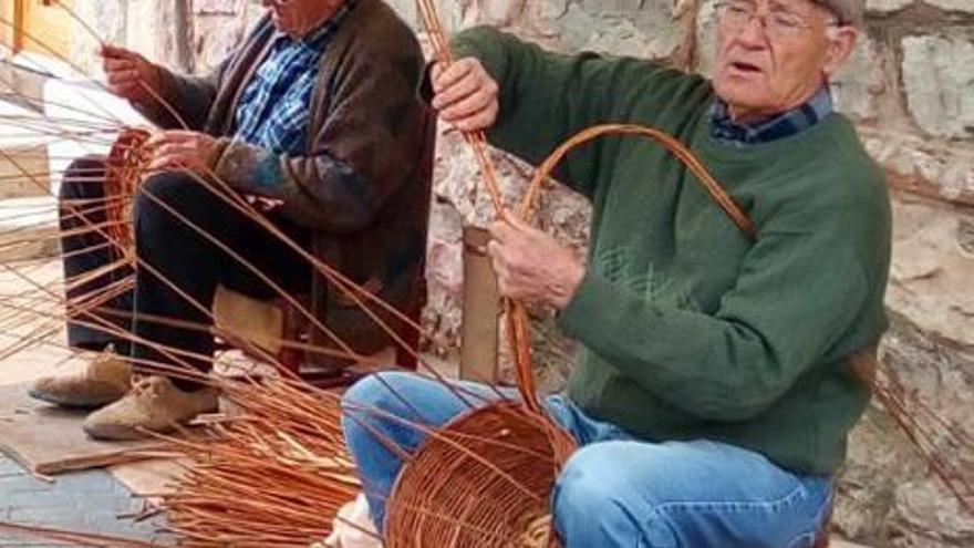 Almedíjar enseña los antiguos oficios de la comarca a través de su consolidada feria artesanal