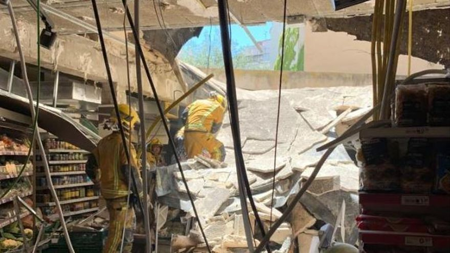 Siete heridos al derrumbarse el techo de un supermercado en la calle Bonaire