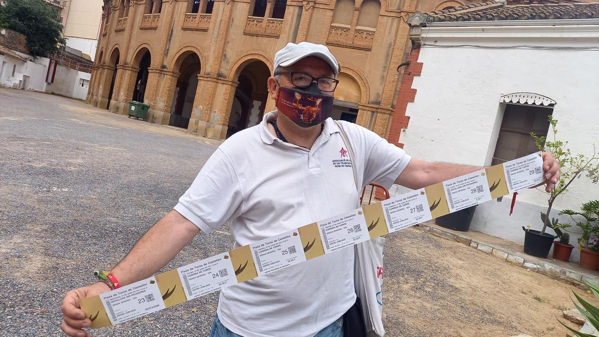 El 'meravello', aficionado taurino, ya tiene las entradas en su poder.