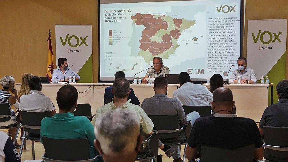 Jornada sobre despoblación celebrada ayer tarde por Vox en Zamora. | José Luis Fernández